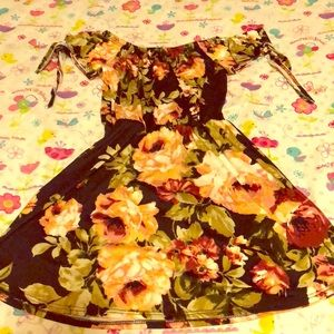 Other - Floral Sleeve Tie Dress